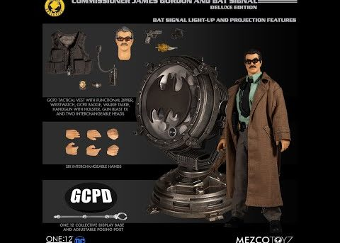 Mezco Toyz ONE:12 COLLECTIVE Commissioner James Gordon and Bat Signal - Deluxe Edition